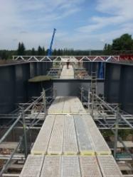 Vnitřní plošiny kopírují mostní konstrukci - Sokolov
